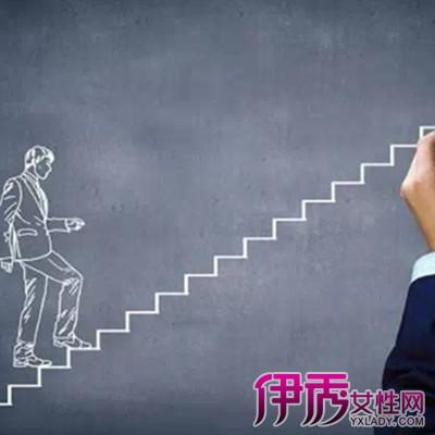梦见爬楼梯摔下来了