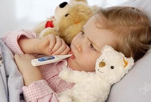 【图】一岁宝宝发烧38度怎么办 宝宝发烧手脚