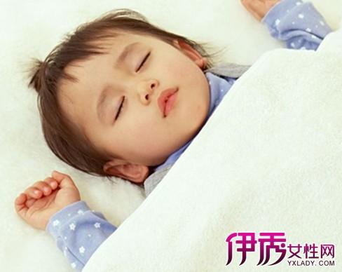 新生宝宝斜颈后正确睡姿 如何辨别宝宝斜颈