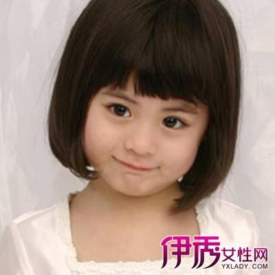 贴耳的齐刘海,将头发弄卷,很好的修饰着着自己的脸型,清纯而又可人.图片