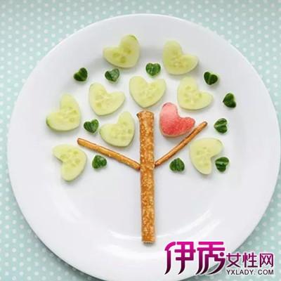 利用水果的本色,来制作各种造型生动,形态各异的水果拼盘,诱人食欲.图片