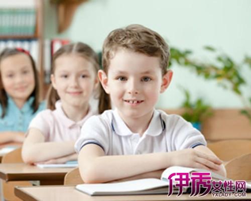 小学生标准坐姿是怎样的 告诉你13个坐姿要点