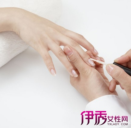 擦指甲油会影响月经吗 女性常涂指甲油危害大图片