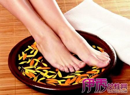 泡脚的好处有很多 那么女性经期可以泡脚吗?